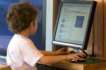 """""""Microsoft"""": 46 proc. vaikų internete atvirauja su nepažįstamaisiais (papildyta)"""
