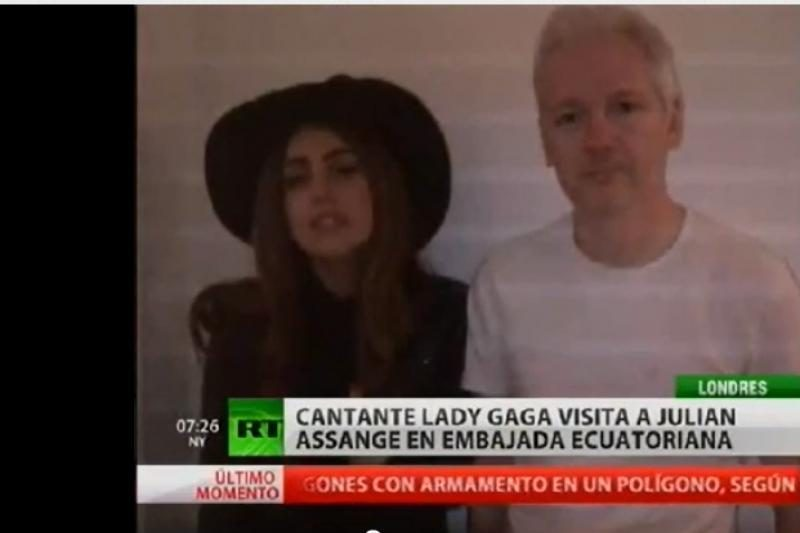 """""""WikiLeaks"""" įkūrėją J. Assange'ą aplankė popžvaigždė Lady Gaga"""