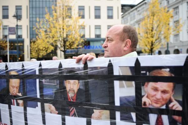 Profsąjungos pradėjo protestus prie ministerijų ir savivaldybių (papildyta)