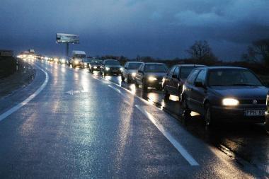 Automobilių mokestis galėtų siekti iki 20 litų