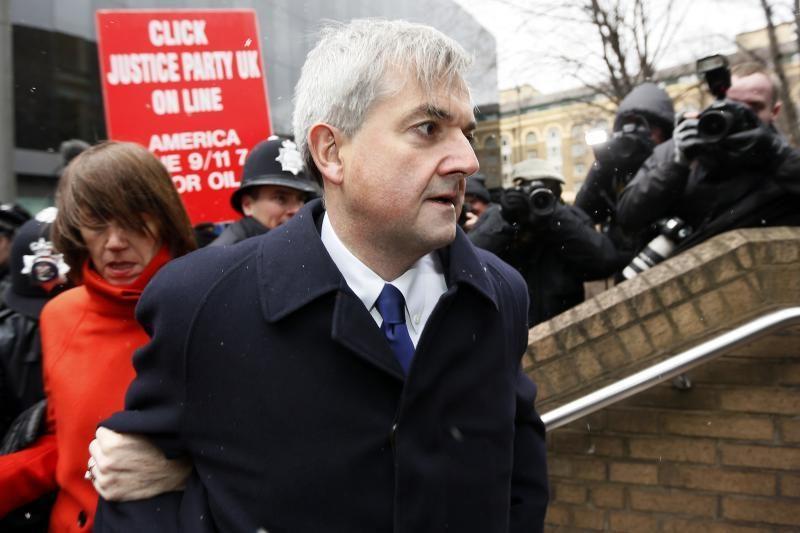 Buvęs Britanijos ministras ir jo buvusi žmona už grotų praleis 8 mėn.