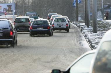 Susidūrus dviem automobiliams sužalota 19-metė mergina