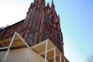 Milijonas litų gelbsti Šv.Onos bažnyčią