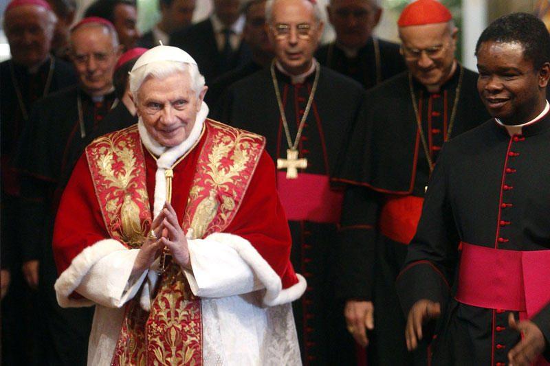"""Popiežius """"Twitteryje"""" rašys aštuoniomis kalbomis"""