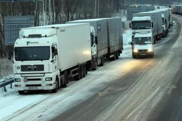 Vilniaus rajone susidūrus keturiems vilkikams nukentėjo žmonės