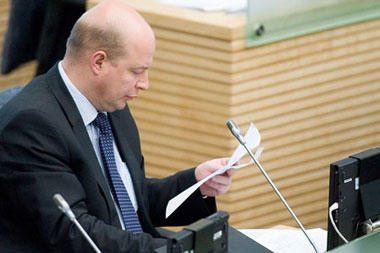 Greitį viršijusiam Seimo nariui prokuroras nori atimti teisinę neliečiamybę