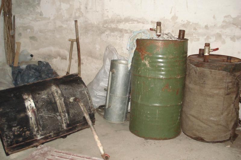 Pareigūnai aptiko aparatą naminei degtinei gaminti