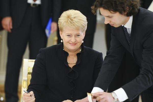 Lietuva ir Lenkija dirbdamos išvien gali pasiekti daugiau, Varšuvoje sakė D.Grybauskaitė