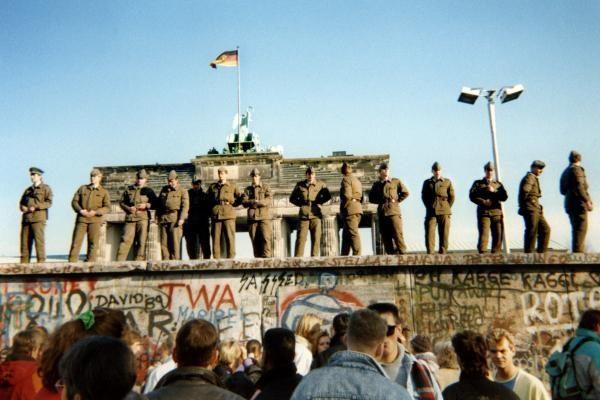 JAV respublikonų kandidatas siūlo gintis nuo neteisėtų migrantų Berlyno siena