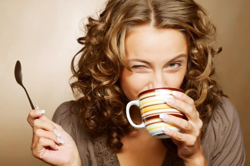 Mokslininkai išaiškino, kaip einant neišpilti kavos