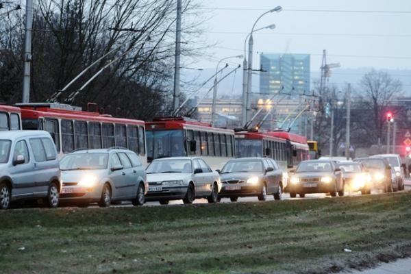 Slidžiose Vilniaus gatvėse - apie 200 eismo įvykių