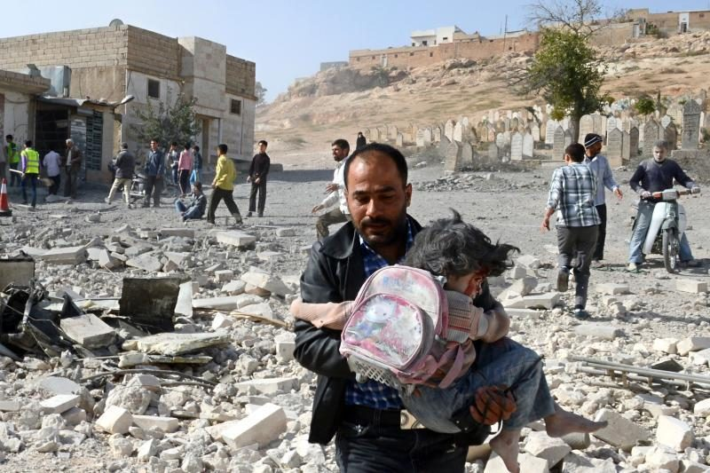 Konfliktui Sirijoje dveji. ES svarsto galimybę apginkluoti sukilėlius