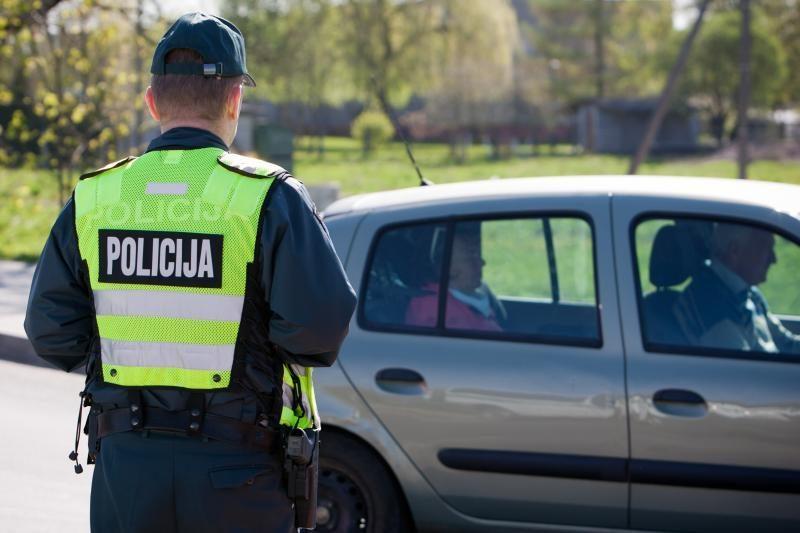 Policija apdovanojo kelių erelių gaudytojus (nugalėtojų vaizdo įrašai)