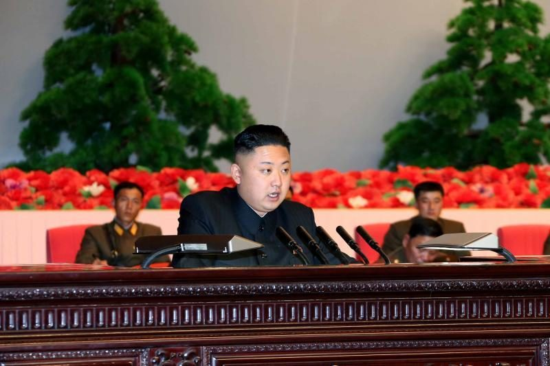 Šiaurės Korėja surengė masinį mitingą, žada smogti JAV taikiniams