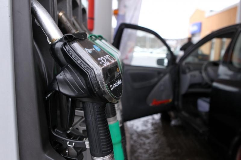 Trakų gyventojas vežė 120 litrų kontrabandinio benzino