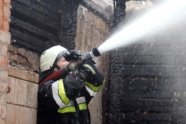 Pakruojo rajone sumušti valandą į gaisrą važiavę girti gaisrininkai