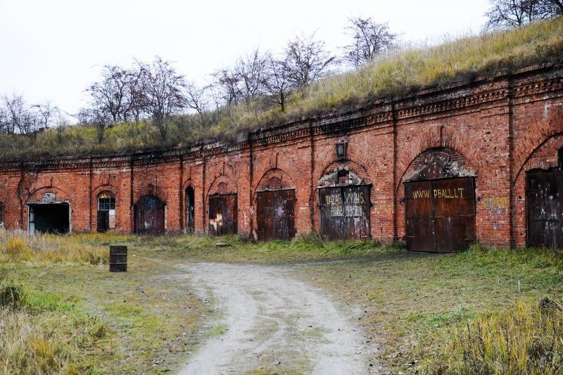 Miesto valdžia kuops VI forto prieigas