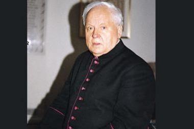 Sūpynės Monsinjorui Kazimierui Vasiliauskui