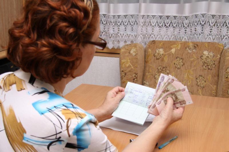 Patvoryje rastus pusę milijono rublių senutė grąžino savininkui