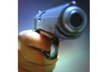 Keturių metų vaikas pistoletu sužeidė savo auklėtoją