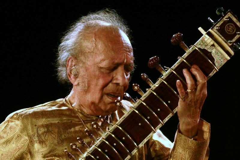 Mirė legendinis muzikantas ir N. Jones tėvas R. Shankaras