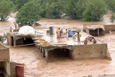 Potvyniai be pastogės paliko tūkstančius gyventojų