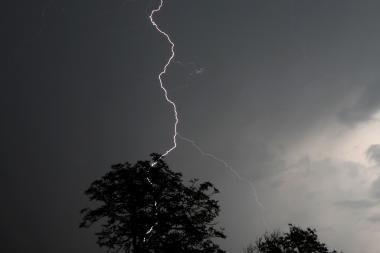 Žaibų pliūpsniai Alytuje buvo nutraukę TV programų transliaciją