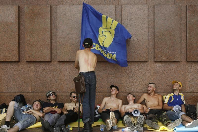 Badaujantys aktyvistai Ukrainoje reikalauja vetuoti kalbos įstatymą