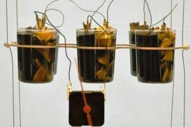 Iš kavos pagamintos baterijos – alternatyvus energijos šaltinis laikrodžiams