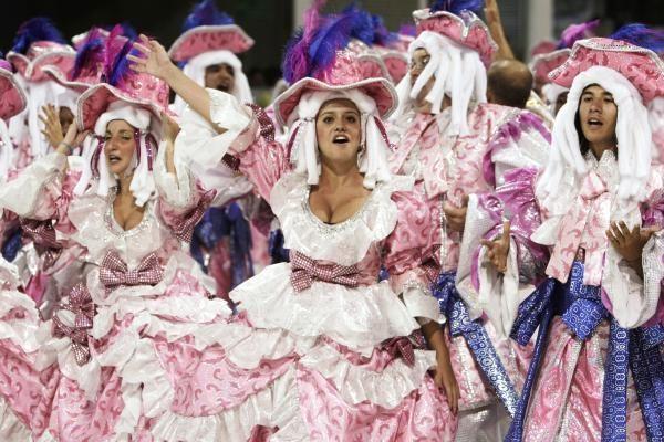 Septynmetė Rio de Žaneiro karnavalo karalienė per eiseną apsiverkė