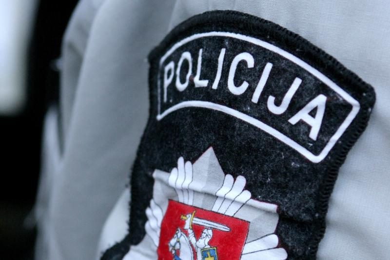 Policininkė nesuvaldė automobilio ir nuvažiavo nuo kelio