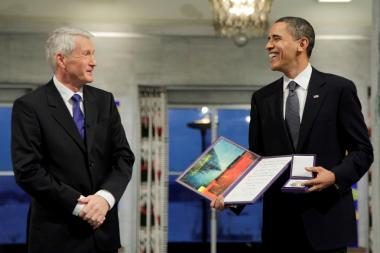 Priimdamas Nobelio taikos premiją B.Obama gynė karą