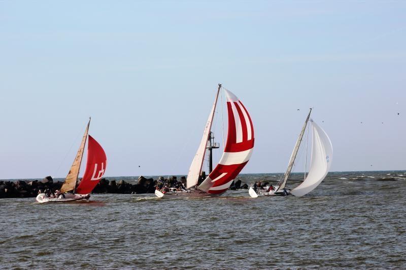 """""""Rudeninės Baltijos"""" regatoje vėjas laužė laivus, plėšė bures"""