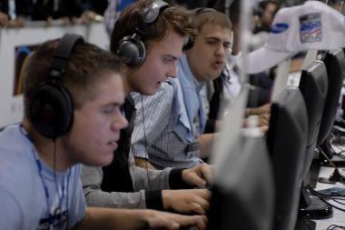 Daugėja plačiajuosčio interneto ir skaitmeninės TV vartotojų