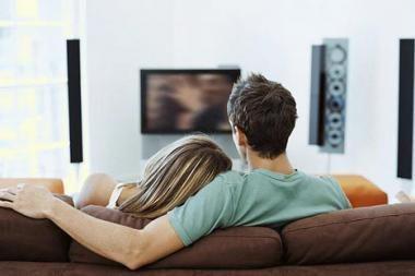 Ar televizorius miegamajame daro įtaką intymiems santykiams?