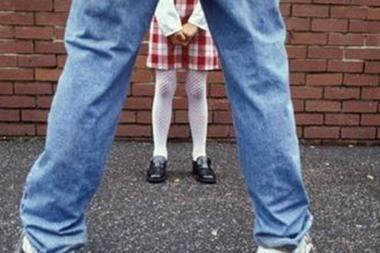 Iškrypėlis masturbavosi mažamečių akivaizdoje