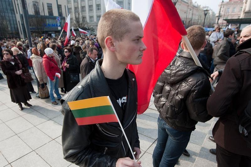 Nelietuviškų rašmenų įteisinimas pagerintų santykius su Lenkija?