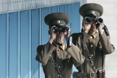 Šiaurės Korėja uždaro sieną su kaimyne