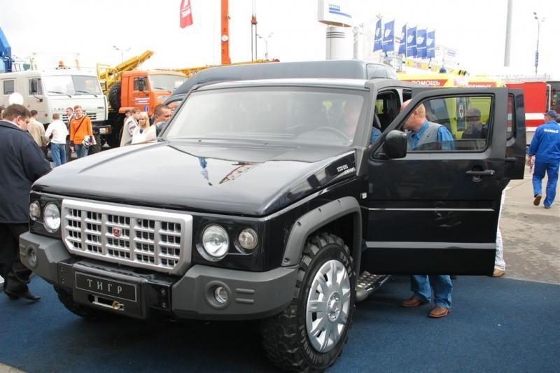 """Rusijos vicepremjeras Rogozinas persės iš BMW į """"rusišką Hummerį"""""""