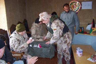Lietuvos karininkas Afganistane įtariamas pavogęs tūkstančius dolerių (papildyta)