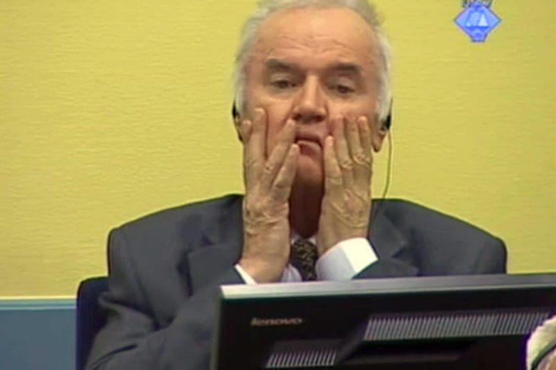 """Prokurorai: R.Mladičius """"asmeniškai prisidėjo"""" prie žudynių"""