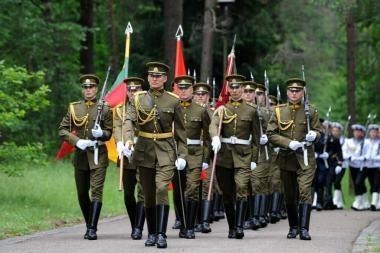 Garbės sargybos kuopos kariai per Valstybės dieną pradžiugins parodomąja programa