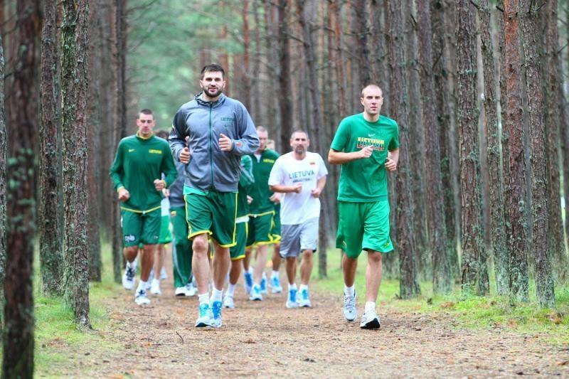 Po atrankos į olimpiadą pailsėję krepšininkai vėl pluša treniruotėse