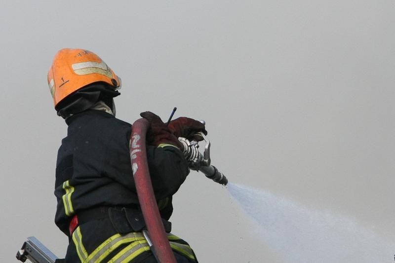 Skuodo rajone degė namas ir prie jo buvę automobiliai (papildyta)