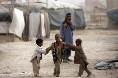 Nuo žvejojusių afganų policininkų paleisto sviedinio žuvo šeši vaikai