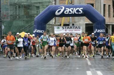 Žvarbus oras nesustabdė maratono bėgikų (atnaujinta)