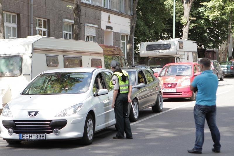 Dėl sudėtingų eismo sąlygų vairuotojų prašoma kantrybės