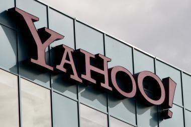 AOL svarsto galimybes suskaidyti verslą ir susijungti su