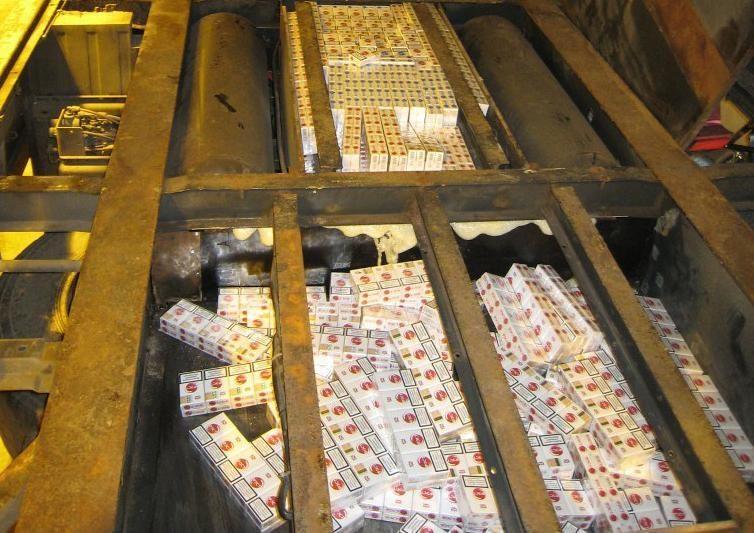 Lenko vilkiko priekabos grindyse – 200 tūkst. litų vertės kontrabanda