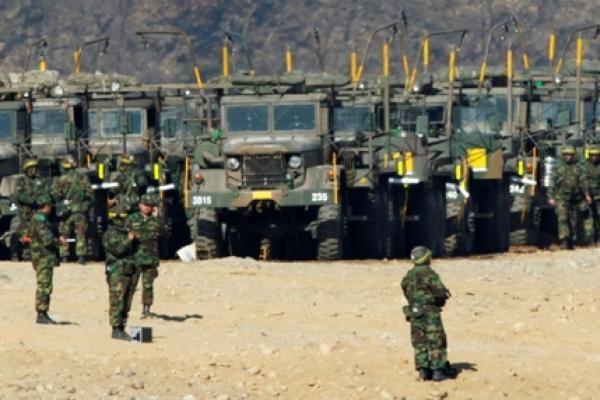 Karinis konfliktas tarp Šiaurės ir Pietų Korėjos neigiamai veikia pasaulio rinkas